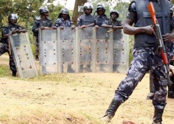 """05/08/2016 Policía ugandesa.  Las autoridades de Estados Unidos están """"gravemente preocupadas"""" ante los diferentes informes que detallan el excesivo uso de la fuerza por parte de la Policía de Uganda contra diputados y periodistas en la localidad de Arua, según ha indicado un alto cargo del Departamento de Estado.  POLITICA AFRICA UGANDA INTERNACIONAL REUTERS"""