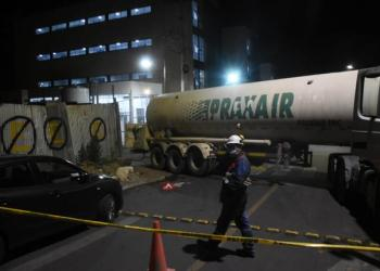 El camión de oxígeno medicinal llega al hospital del Norte. | José Rocha