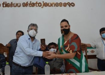 Ministro Edmundo Novillo y subgobernadora Katherine David. / Foto: Ministerio de Defensa .