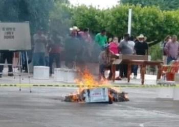 Los pobladores de Jericó quemaron material electoral. Foto: Tomada de Twitter