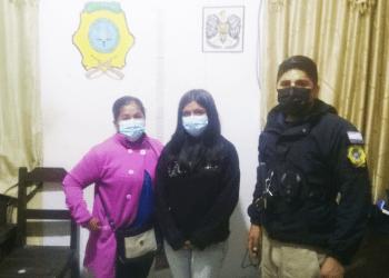 La menor y su madre se presentaron a la policía a levantar la denuncia de desaparición / Comando Bermejo