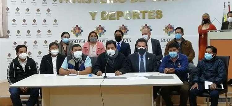 Reunión entre alcaldes y autoridades del Gobierno . Foto : ABI