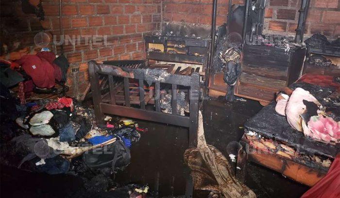 El fuego consumió toda la habitación en la zona de Cambódromo (Foto: Leo Gil)