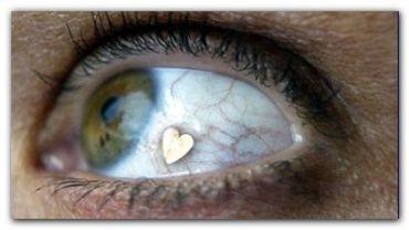 SOCIEDAD: Implante de joyas en los ojos, una tendencia que causa polémica