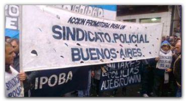CONFLICTOS: Policías bonaerenses se suman a las protestas por mejoras salariales y reclaman en La Plata