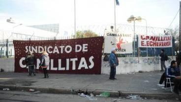 GREMIALES Si Clarín no paga, no se reparte