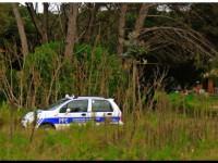 policia municipal vigilando a ambientalistas
