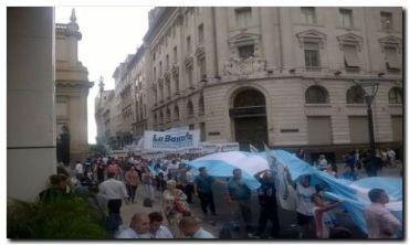 GREMIALES: Fuerte represión a bancarios