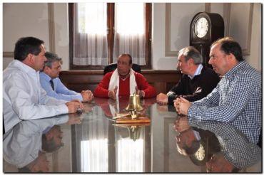 El intendente de Tres Arroyos con nuevas autoridades de la Aduana de Necochea
