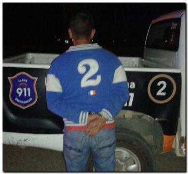 Detienen a un sujeto después de robar una camioneta