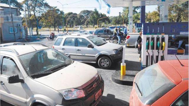 ECONOMÍA: Las estaciones de servicio quieren cobrar un sobre precio