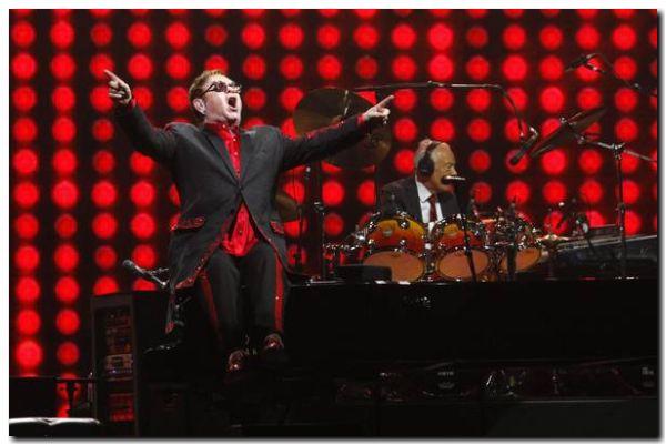 EL MUNDO: Elton John estuvo en riesgo de vida