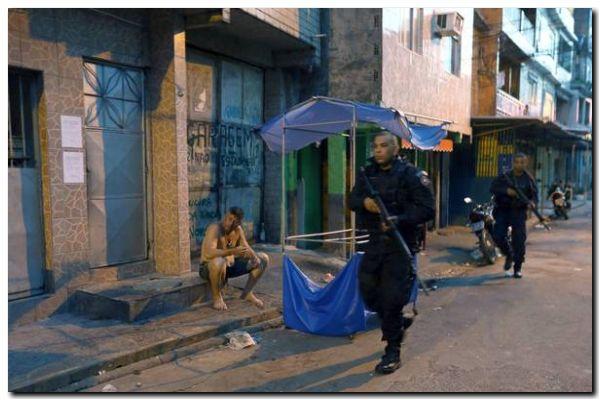 """EL MUNDO: Estalla una """"guerra"""" en las favelas de Río"""