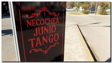 NECOCHEA: Comenzaron a colocar tótems para promocionar en las calles la Ruta del Tango
