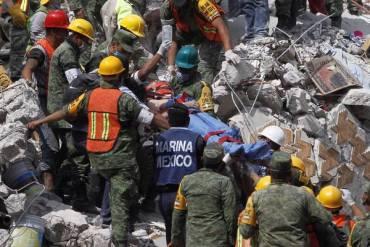 EL MUNDO: En medio de tanto dolor, México rescata vidas entre escombros