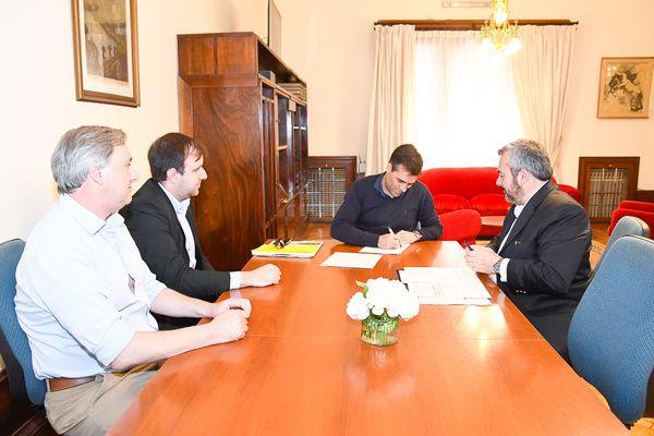 NECOCHEA: López firmó convenio con el Banco Provincia