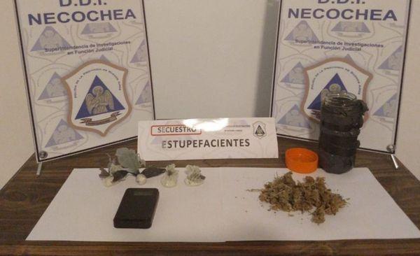 POLICIALES: Un delincuente escapó y dejó cocaína, marihuana y a una cómplice