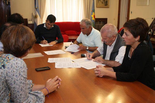 NECOCHEA: López firmó el convenio para el Boleto Estudiantil Gratuito