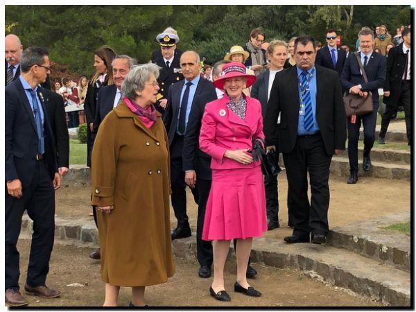 VISITA: Diálogo del intendente López con la Reina Margatira II