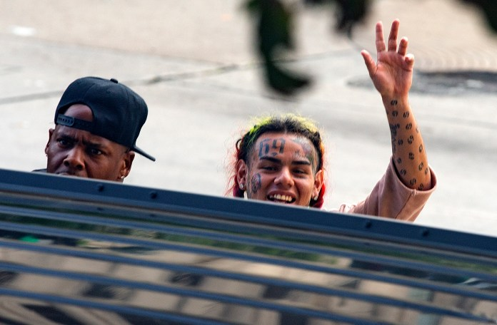 Tekashi takes more than a month free and continues to spark the controversy: why?