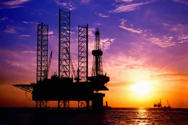 El barril de petróleo desciende  a mínimos históricos: 42.93 dólares el barril