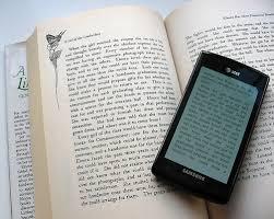 Ventaja de leer un libro de papel y no digital antes de ir a la cama