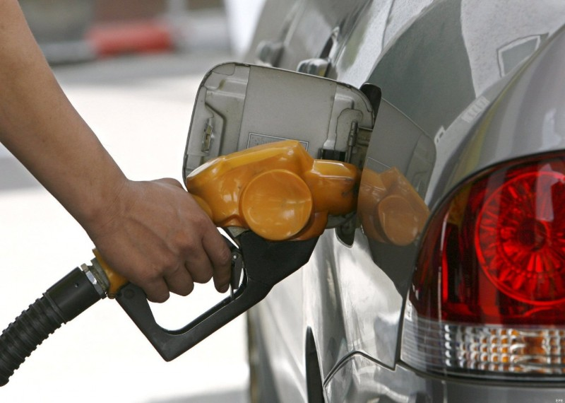Bajan todos los combustibles, menos el gas natural