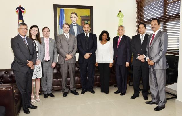 Tribunal Superior Electoral recibe visita delegación de su par  en Brasil