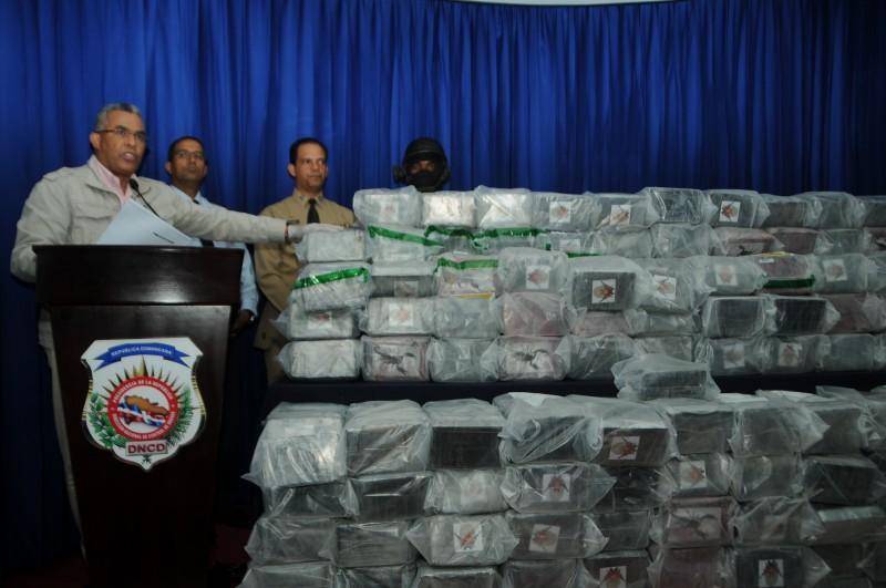 La DNCD ocupa 926 paquetes de cocaína y apresa a dos personas en La Romana