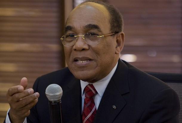 ¡ Roban celular al embajador de Haití en el Palacio de la Policía !