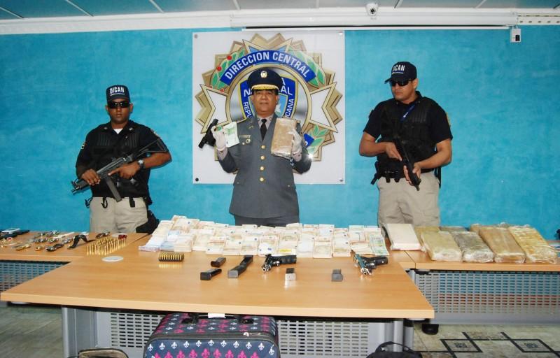 Arrestan  banda de narcotraficantes, le ocupan dinero y drogas