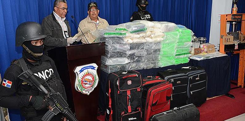 Dejan abandonadas seis maletas en el AILA con 188 paquetes de drogas