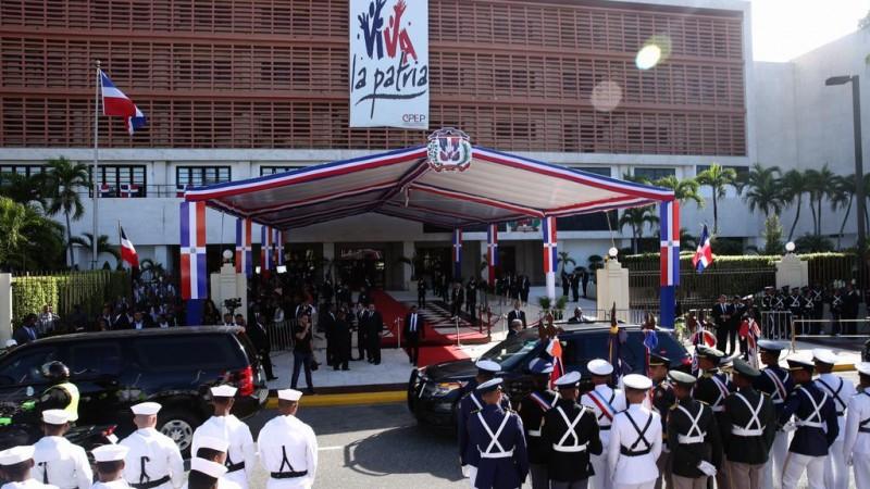 Funcionarios e invitados llegan al Congreso Nacional