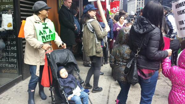 Mujeres trabajadoras protestan en Nueva York