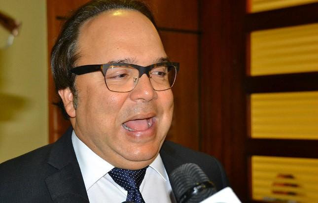 """Vinicio Castillo: """"El presidente Medina está totalmente divorciado de la realidad que padece el país"""""""