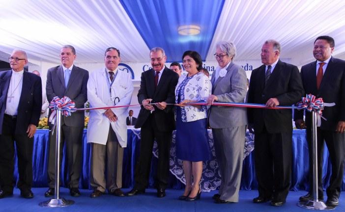 Medina asiste a inauguración de centros de salud en Santiago
