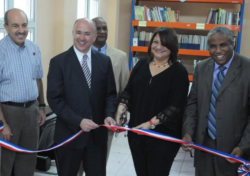"""Domínguez Brito inauguró las """"Escuelas de Paz"""""""