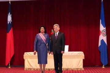 Gobierno de Taiwán condecora con la máxima distinción a Cristina Lizardo
