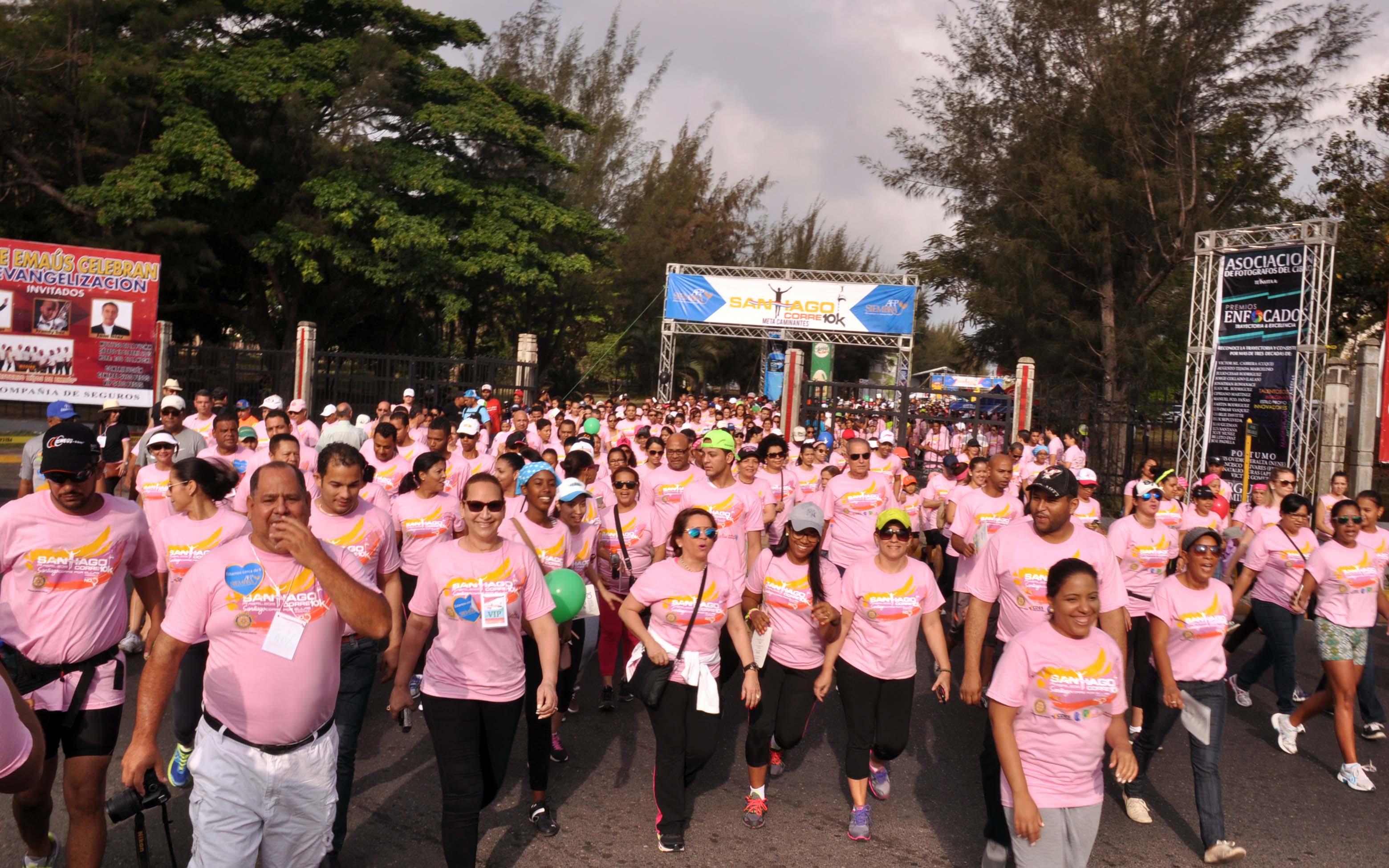 Miles de personas corren en Santiago contra la violencia de género