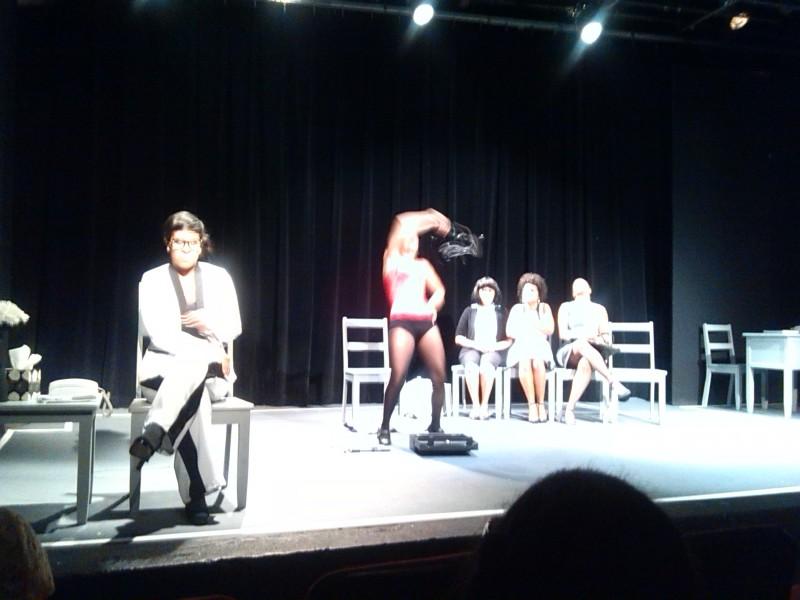 """Esta noche presentan  """"Hasta el Abismo"""" del Teatro Maleducadas en Casa de Teatro"""