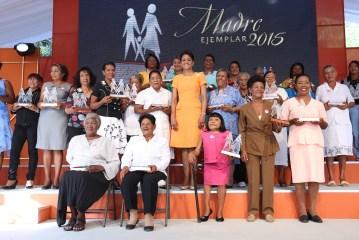 Primera Dama reconoce mujeres del Sur
