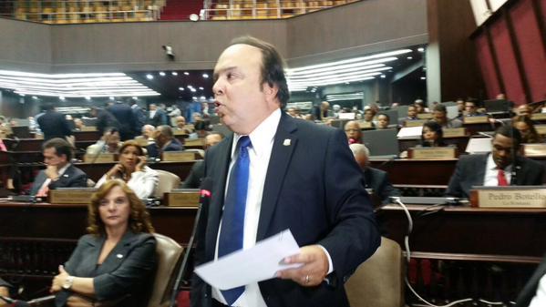 Vinicio Castillo somete proyecto para modificar Ley de Hidrocarburos