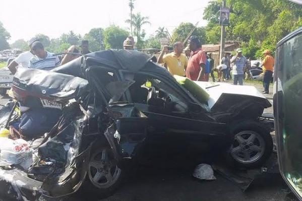 Patana genera accidente de 13 vehiculos en la autopista Duarte. Numerosos heridos