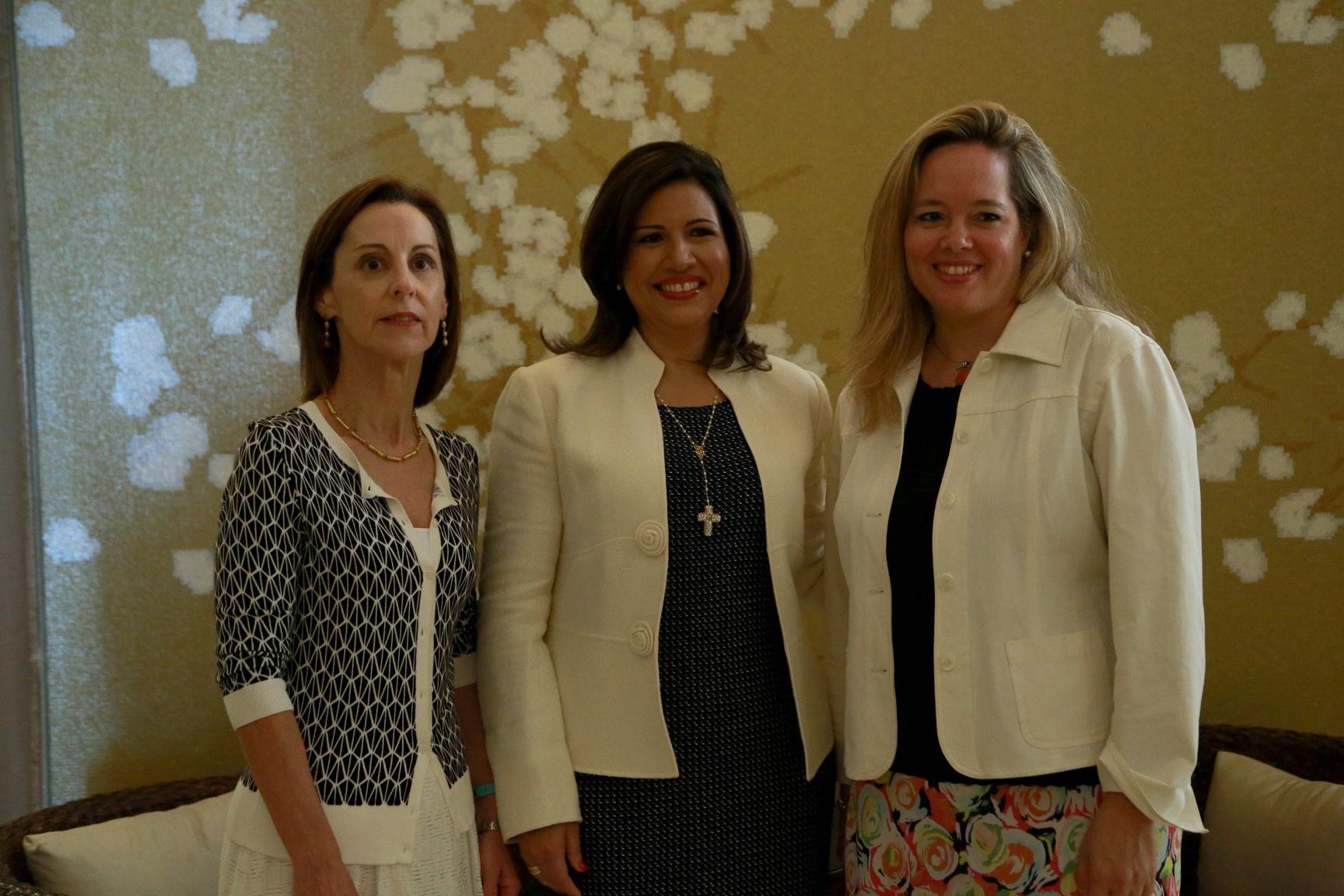 Proponen fortalecer la participación de las mujeres en la política
