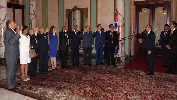 Presidente Medina juramenta nuevos funcionarios