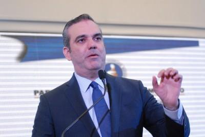 Abinader presenta propuesta de gobierno, promete eliminar pobreza extrema