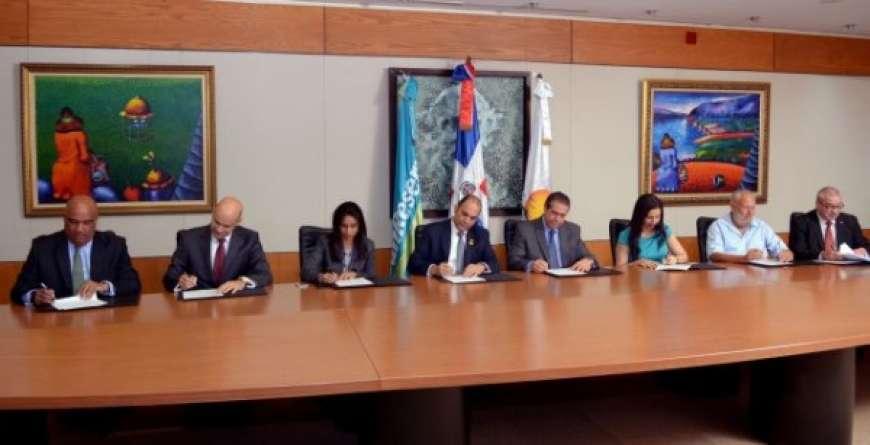 Banreservas firma acuerdo de cooperación con ocho entidades del sector turístico