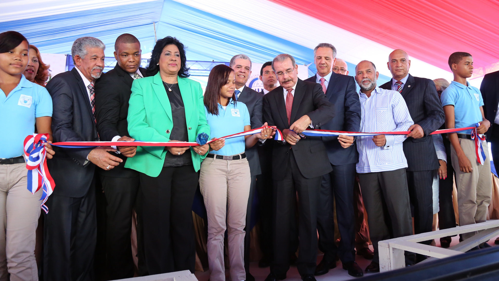 Danilo inaugura escuela en La Toronja