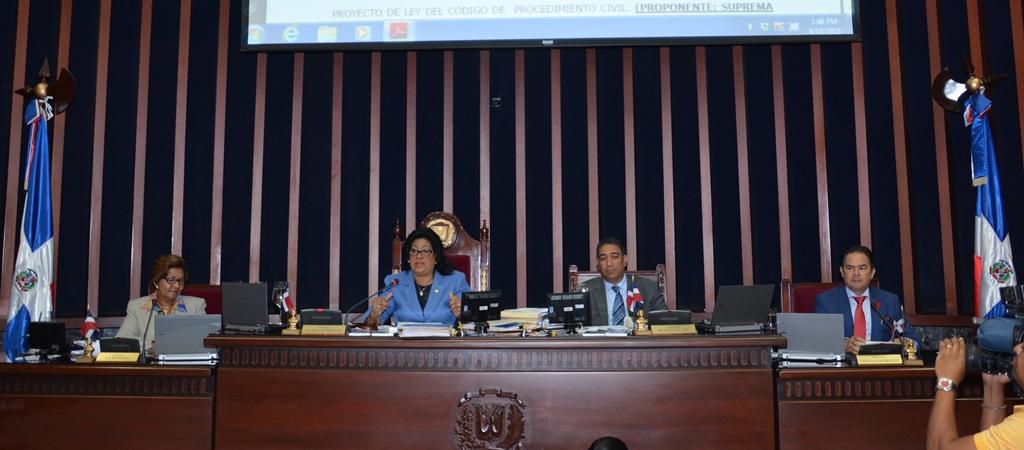 Senado aplaza entrada en vigencia de la Ley de Notario Público