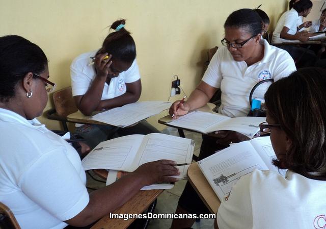 La ADP rechaza importar profesores extranjeros al país